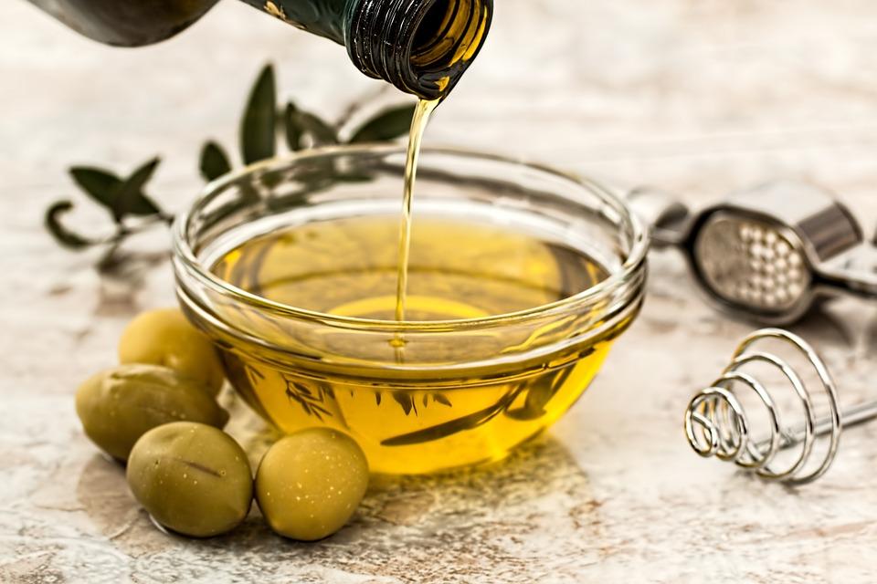 oliwa z oliwek na wypadanie włosów