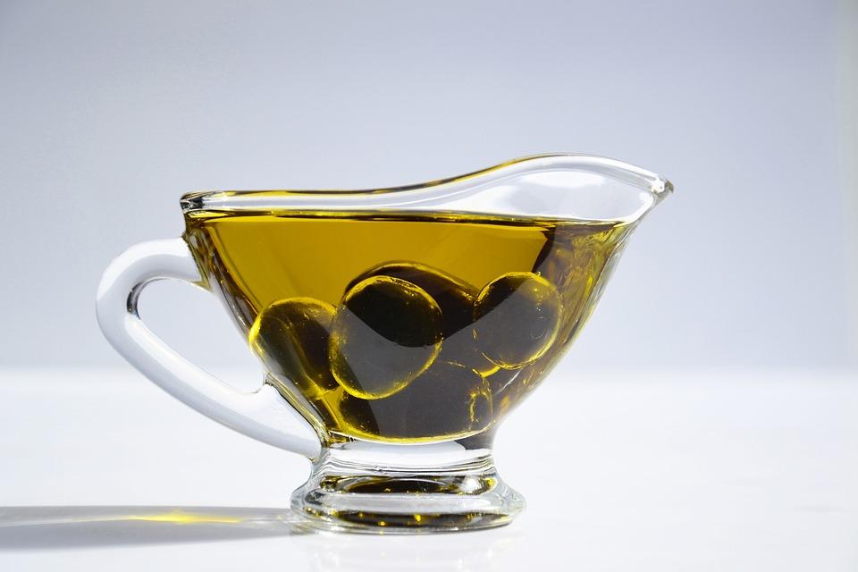 oliwa z oliwek na suche włosy