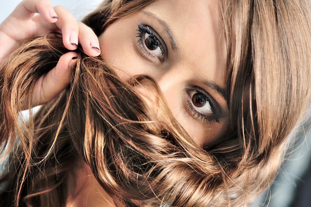 jaki jest wpływ biotyny na włosy
