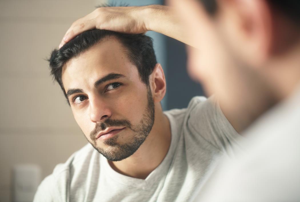 zakola i łysienie u mężczyzn